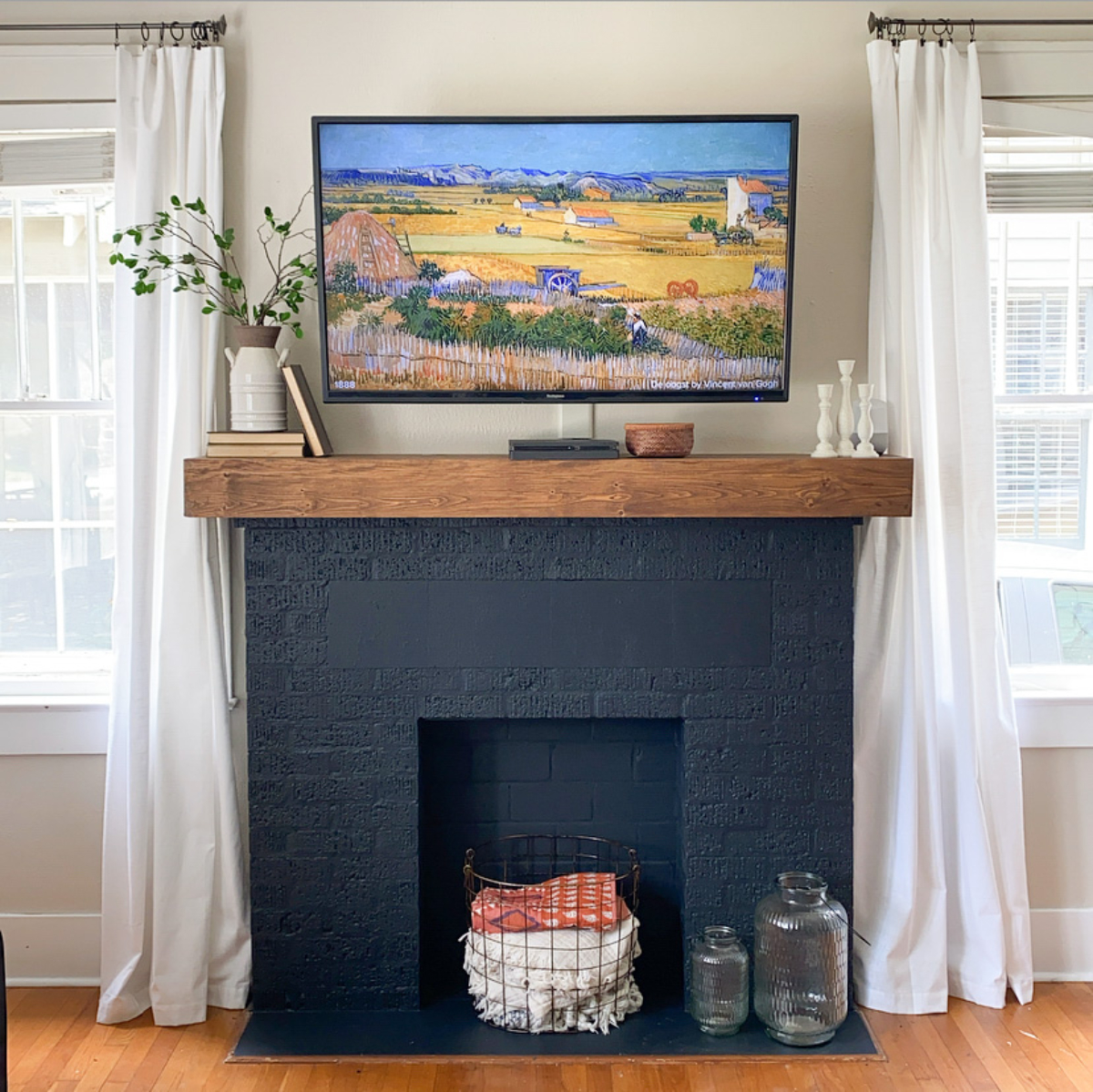 Diy Fireplace Mantel A Bold Paint Makeover Shoe Makes New